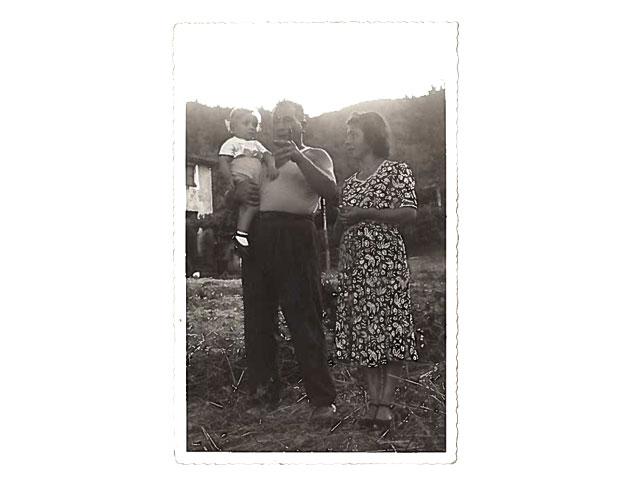 GIUSEPPE CON MAMMA E PAPÁ - CAIRO MONTENOTTE 1953